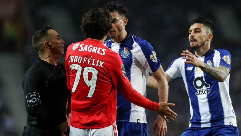 João Felix e Pepe discutem em jogo de Porto contra Benfica
